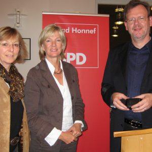 Franz-Josef Windisch vom Mieterverein (r.) bei der SPD-Bad Honnef